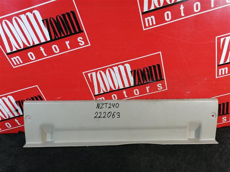 Накладка багажника Toyota Premio NZT240 1NZ-FE 2001 задняя бежевый