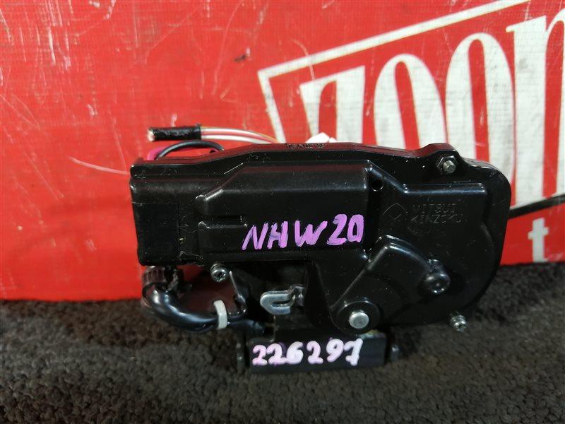 Замок багажника Toyota Prius NHW20 1NZ-FXE 2003 задний
