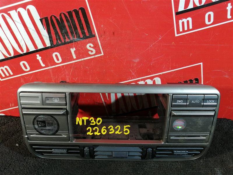 Консоль панели приборов Nissan X-Trail NT30 QR20DE 2000 серебро