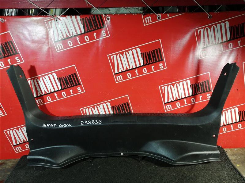 Накладка багажника Mazda Axela BK5P ZY-VE 2007 задняя черный