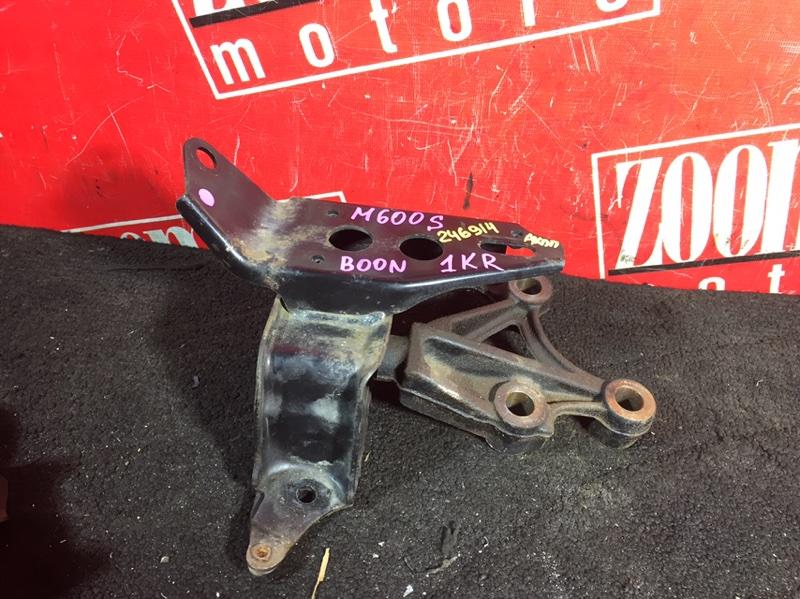 Подушка кпп Toyota Passo KGC30 1KR-FE 2010 передняя левая