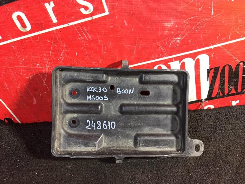 Полка под аккумулятор Toyota Passo KGC30 1KR-FE 2010