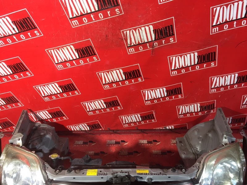 Рамка радиатора Toyota Corolla Fielder NZE121 1NZ-FE `2001 передняя серебро