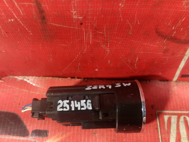 Кнопки в салон Toyota Noah ZRR75W 3ZR-FAE 2007