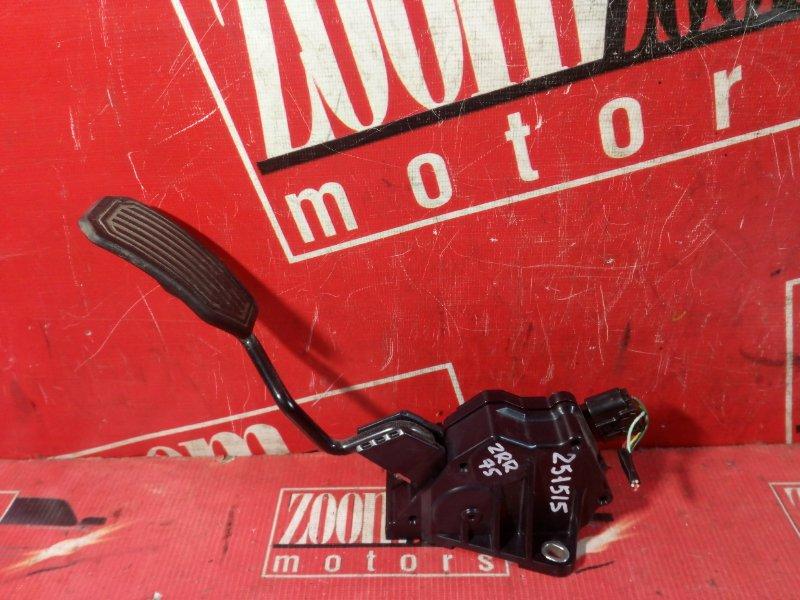 Педаль Toyota Noah ZRR75W 3ZR-FAE 2007