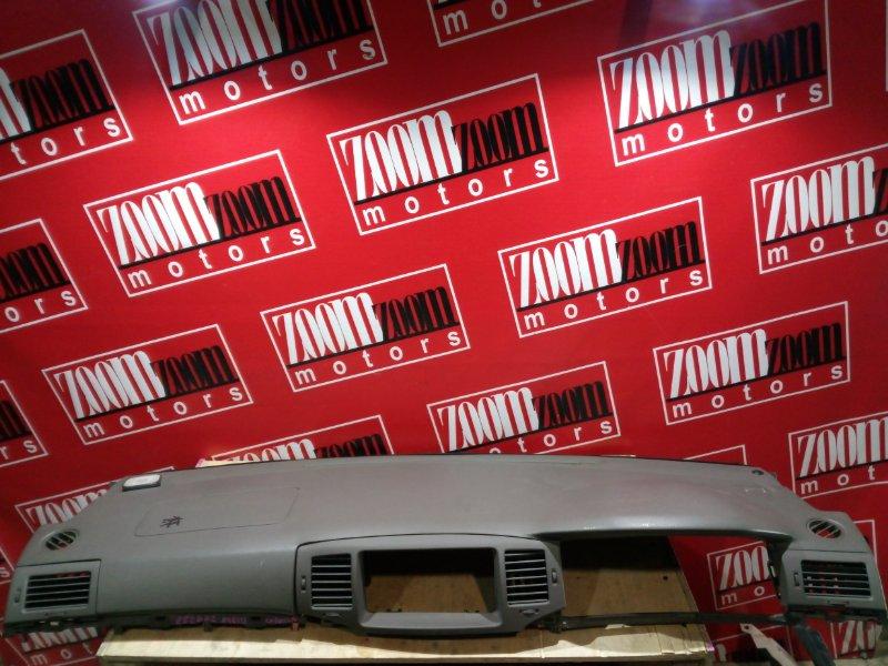 Панель передняя в салон (торпеда) Toyota Corolla NZE121 1NZ-FE `2001 серый