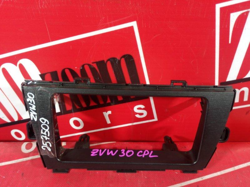 Рамка (консоль магнитофона) Toyota Prius ZVW30 2ZR-FXE 2009