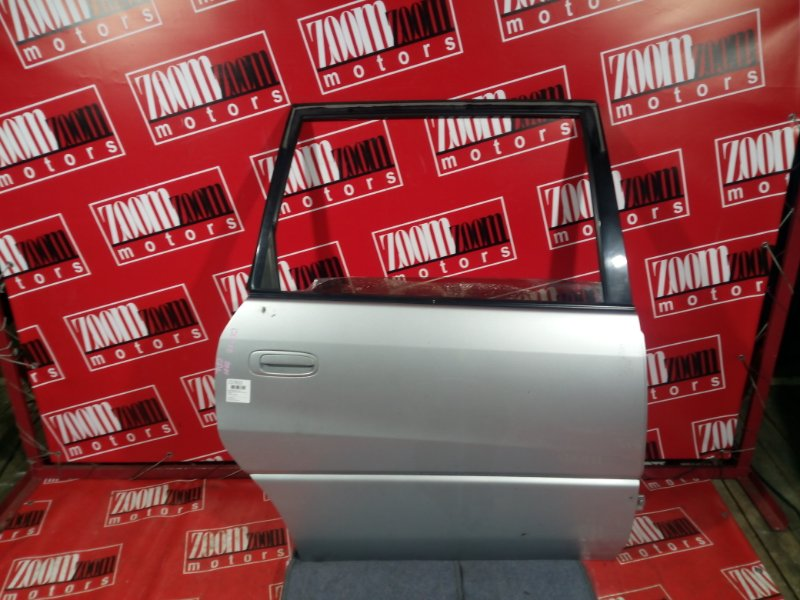 Дверь боковая Toyota Gaia SXM10 3S-FE 1996 задняя правая серебро