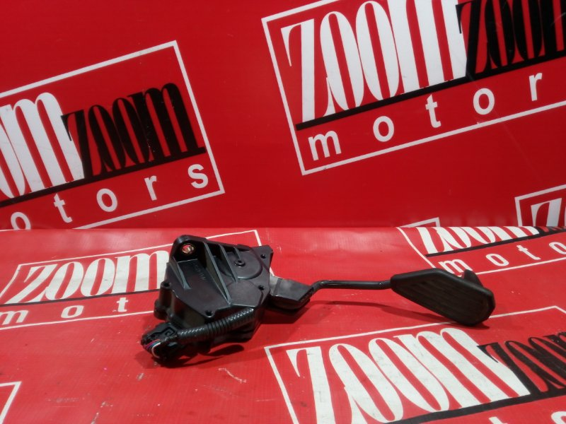 Педаль Toyota Ractis NCP120 1NZ-FE 2010