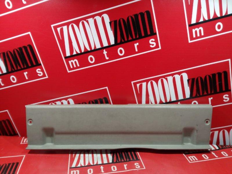 Накладка багажника Toyota Premio AZT240 1AZ-FSE 2001 задняя бежевый