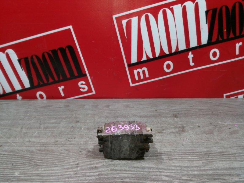 Колодки тормозные Toyota Wish ZNE10 1ZZ-FE 2001 задние