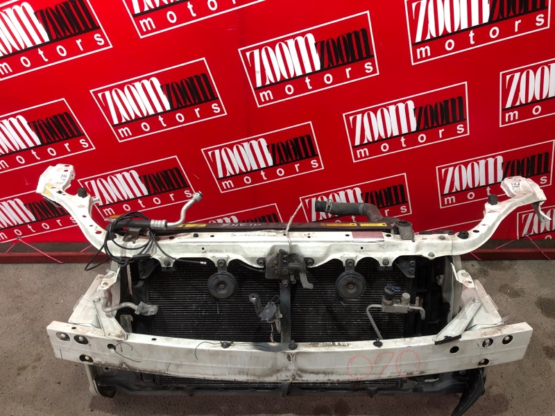 Рамка радиатора Toyota Wish ZNE10G 1ZZ-FE 2003 белый