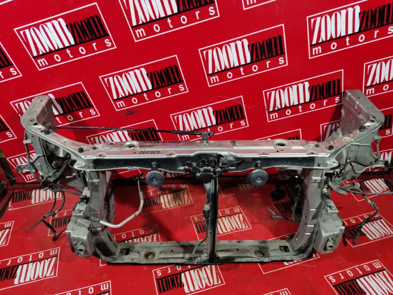 Рамка радиатора Toyota Kluger V MHU28 3MZ-FE 2001 передняя серебро