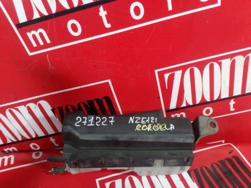 Блок реле и предохранителей Toyota Corolla NZE121 1NZ-FE `2001