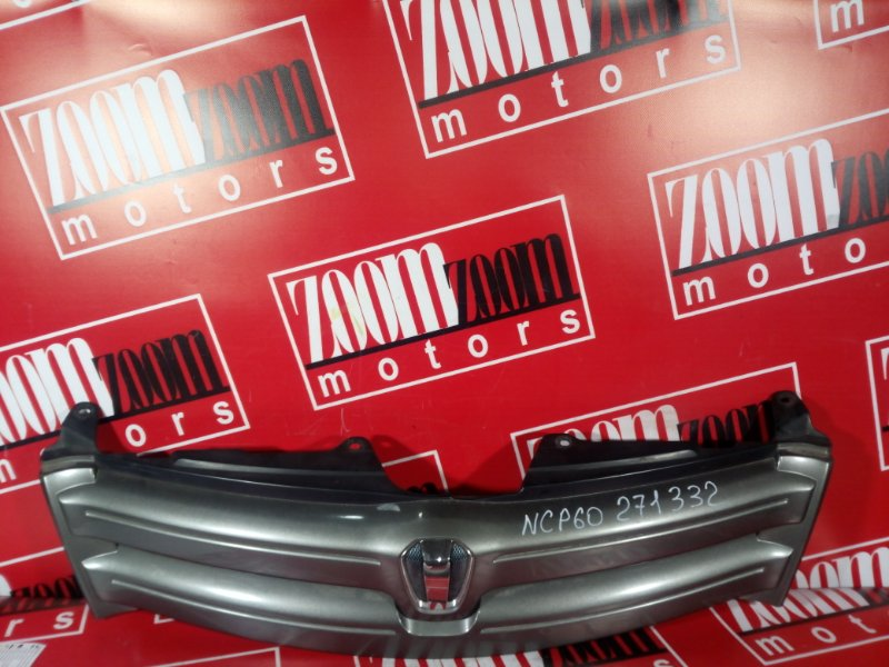 Решетка радиатора Toyota Ist NCP60 1NZ-FE 2002 передняя серый