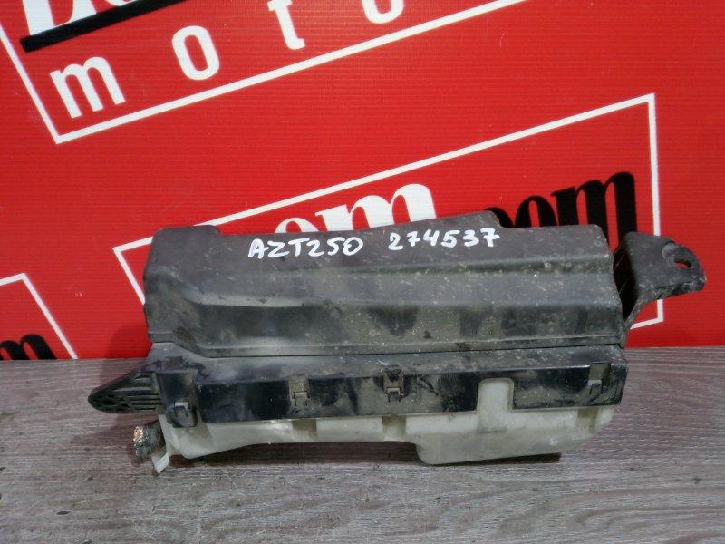 Блок реле и предохранителей Toyota Avensis AZT250 1AZ-FSE 2003 передний