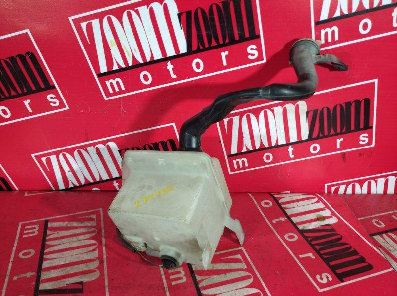 Бачок омывателя Nissan Gloria PY33 VG30E 1995