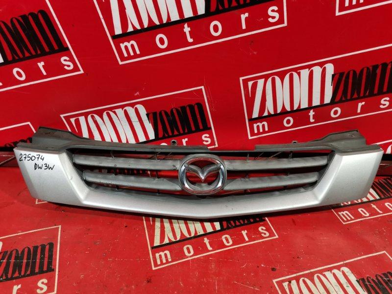 Решетка радиатора Mazda Demio DW3W B3-E 2001 передняя серебро