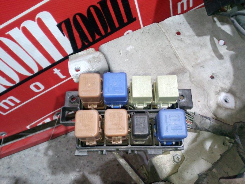 Блок реле и предохранителей Nissan Cefiro WPA32 VQ25DE 1997 передний