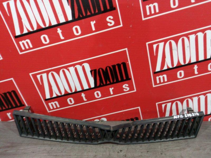 Решетка радиатора Toyota Platz SCP11 1SZ-FE 1999 передняя черный