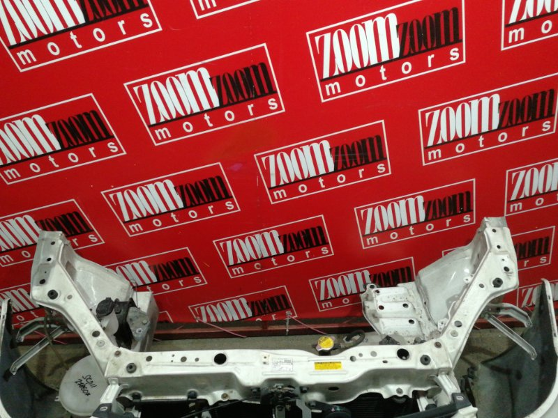Рамка радиатора Toyota Platz SCP11 1SZ-FE 1999 белый