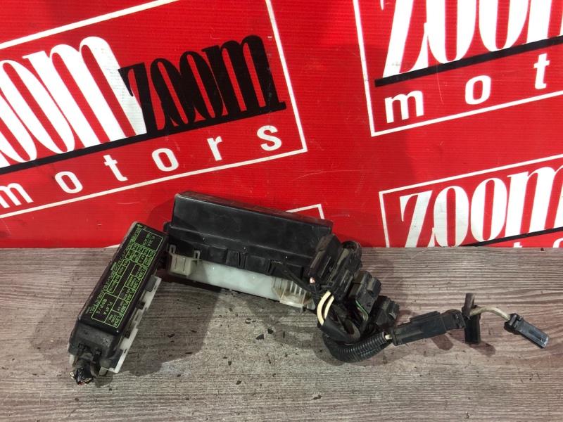 Блок реле и предохранителей Nissan Cube AZ10 CGA3DE 2000 передний