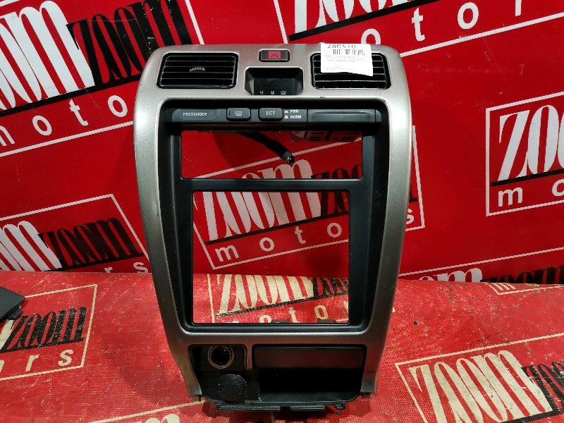 Рамка (консоль магнитофона) Toyota Hilux Surf RZN185W 3RZ-FE 1995