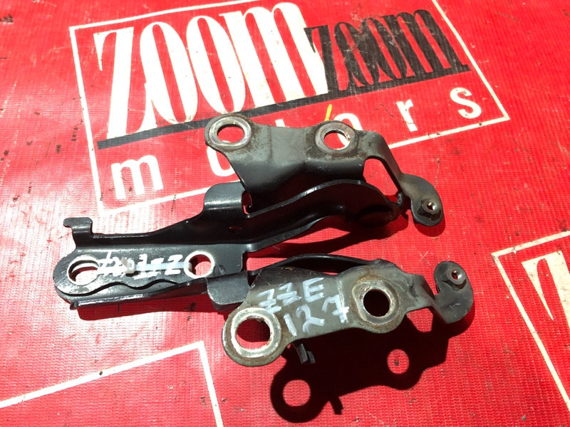 Кронштейн капота Toyota Will Vs ZZE127 1ZZ-FE 2001 передний черный