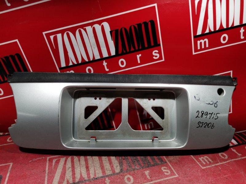 Вставка между стопов Toyota Curren ST206 3S-FE 1993 задняя серебро