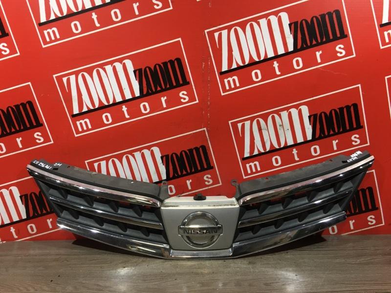 Решетка радиатора Nissan Tiida C11 HR15DE 2004 передняя серебро