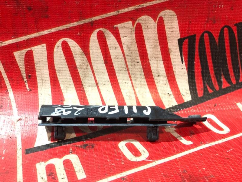 Клипса бампера Nissan Tiida C11 HR15DE 2004 передняя правая