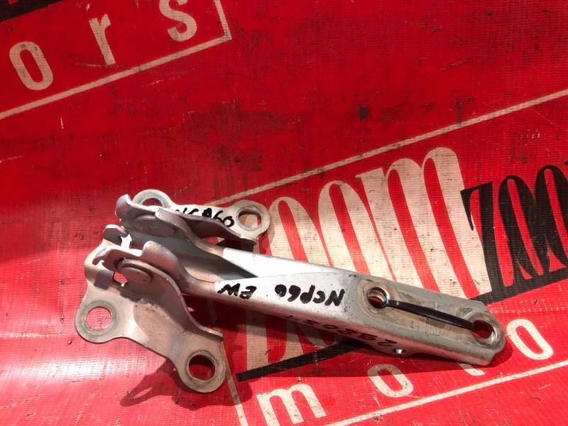 Кронштейн капота Toyota Ist NCP60 2NZ-FE 2002 передний серебро