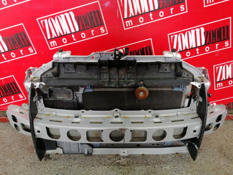 Рамка радиатора Toyota Vitz SCP90 2SZ-FE 2007 розовый