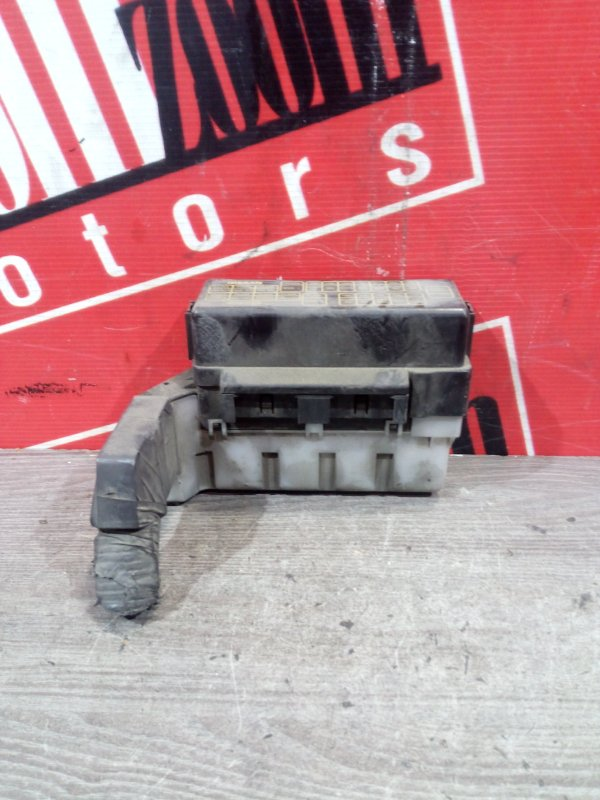 Блок реле и предохранителей Nissan X-Trail NT30 QR20DE `2001 передний