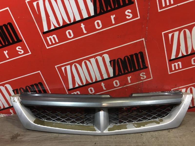 Решетка радиатора Nissan Wingroad WFY11 QG15DE 1999 передняя серебро