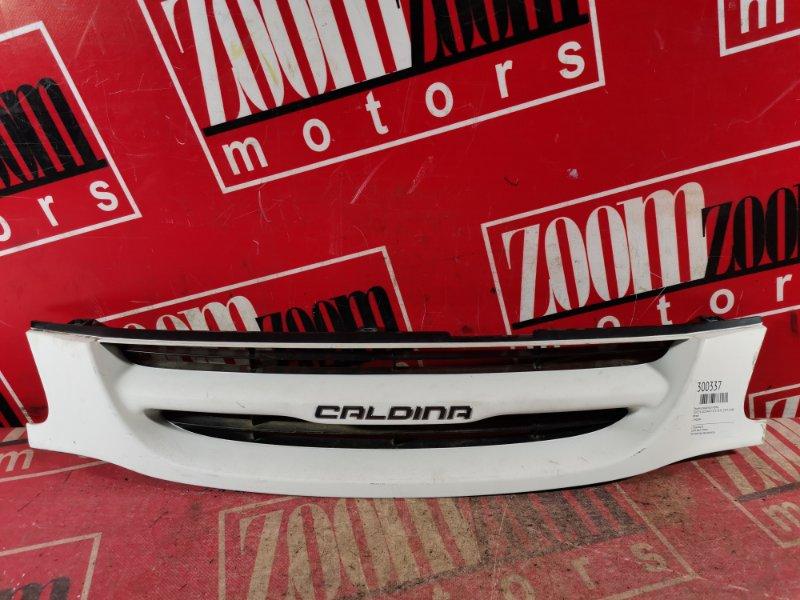 Решетка радиатора Toyota Caldina ST215 3S-FE 1997 передняя белый