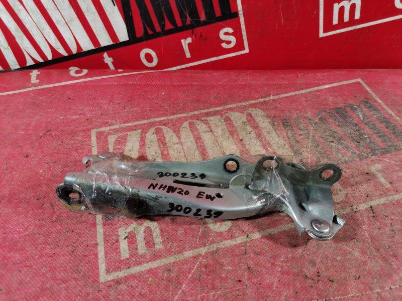 Кронштейн капота Toyota Prius NHW20 1NZ-FXE 2003 серебро