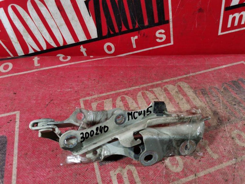 Кронштейн капота Toyota Harrier MCU15 1MZ-FE 1997 белый