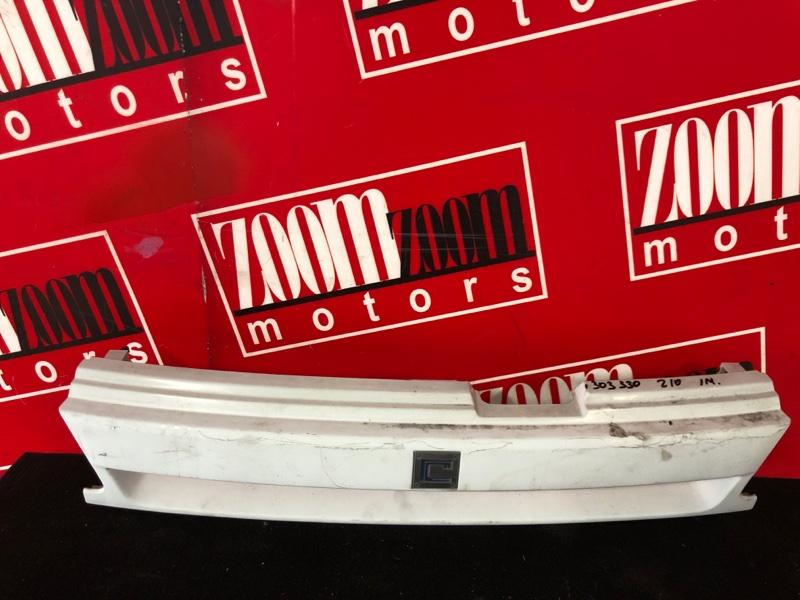 Решетка радиатора Nissan Cube Z10 CG13DE 1998 белый