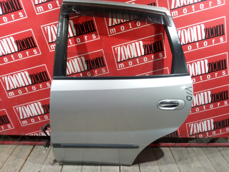 Дверь боковая Nissan Tino V10 SR18DE 1998 задняя левая серебро