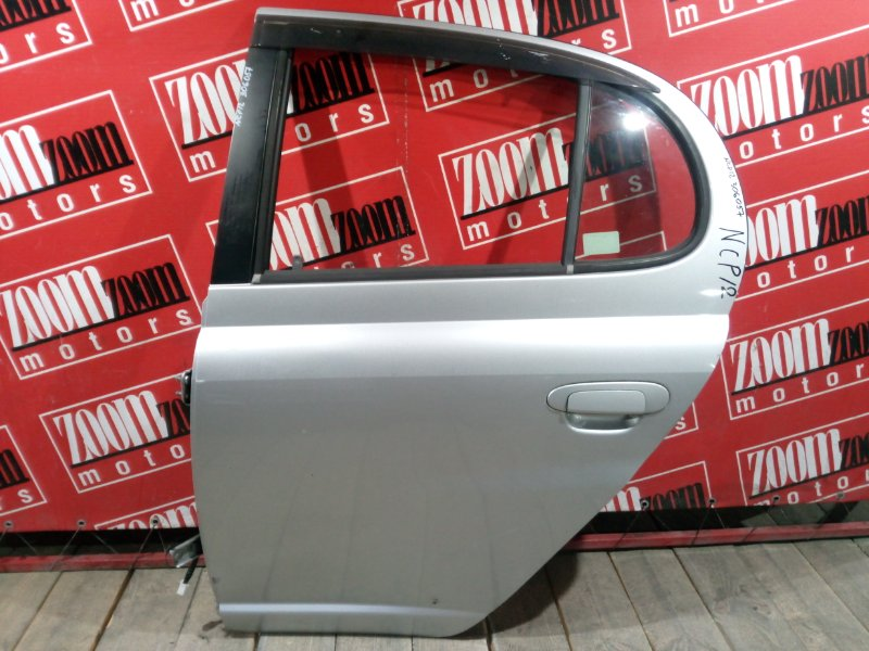 Дверь боковая Toyota Platz NCP12 1NZ-FE 1999 задняя левая серебро