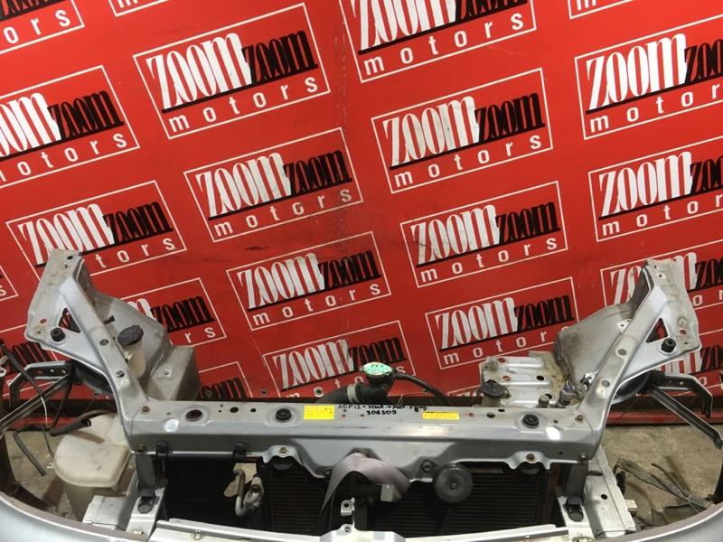 Рамка радиатора Toyota Platz NCP12 1NZ-FE 1999 передняя серый
