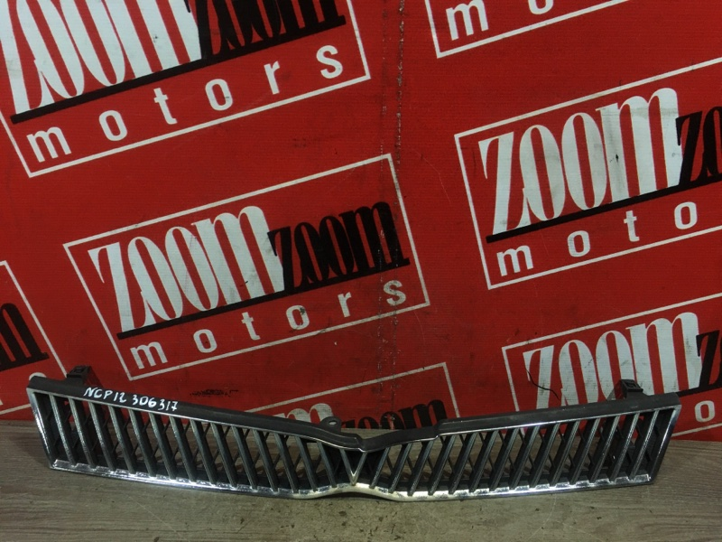 Решетка радиатора Toyota Platz NCP12 1NZ-FE 1999 передняя серебро