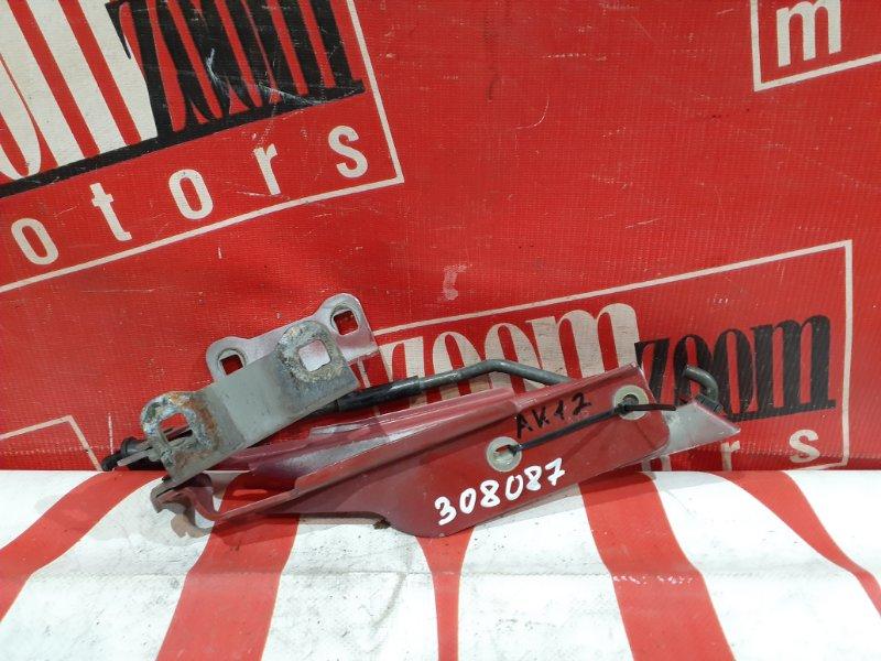 Кронштейн капота Nissan March AK12 CR12DE 2002 передний красный