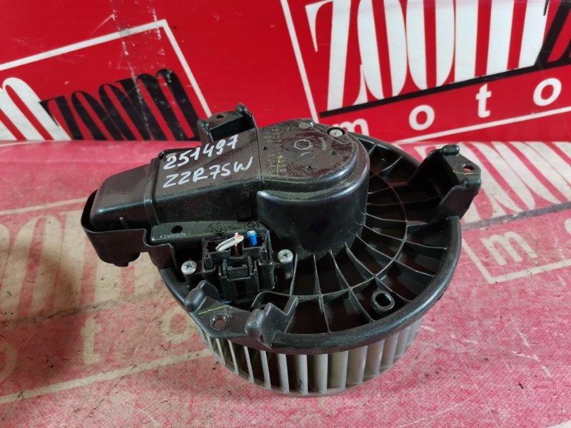 Вентилятор (мотор отопителя) Toyota Noah ZRR75W 3ZR-FAE 2007