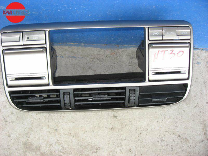 Рамка магнитофона Nissan X-Trail NT30