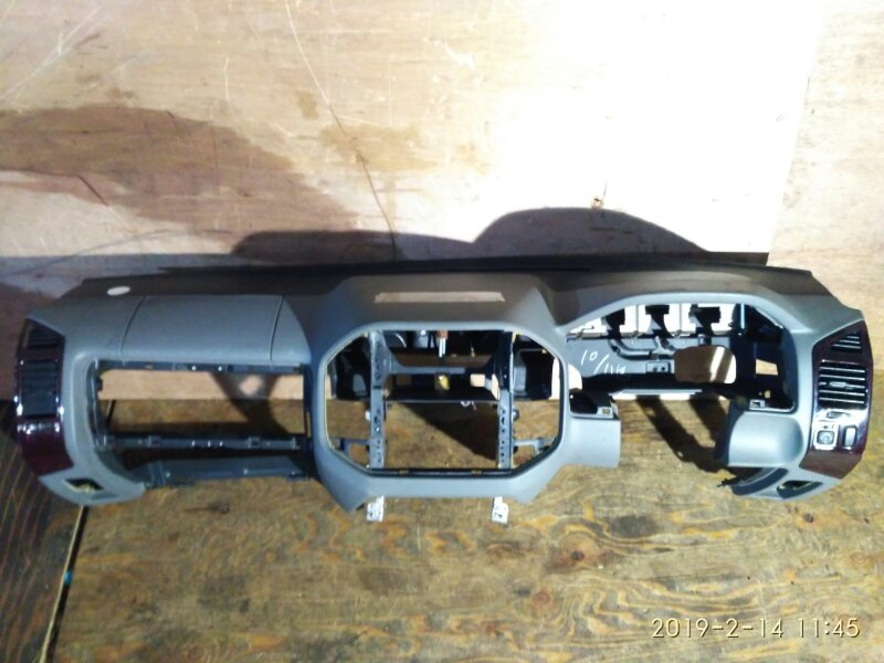 Панель передняя в салон Mitsubishi Pajero V75W 6G74 1999