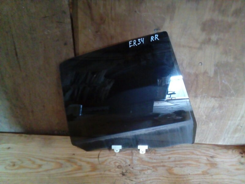 Стекло боковое Nissan Skyline ER34 заднее правое