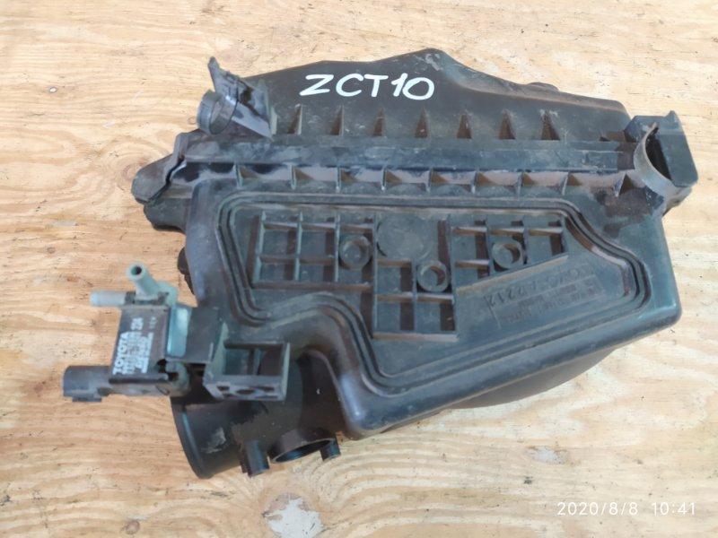 Корпус воздушного фильтра Toyota Opa ZCT10 1ZZ-FE 2001