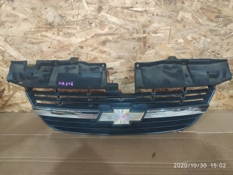 Решетка радиатора Suzuki Chevrolet Cruze HR52S M13A 2005